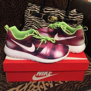 Nike Roshe Run FlightWeight Size 8