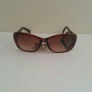 285a5b140b Jones new York 100 % UV protection sunglasses