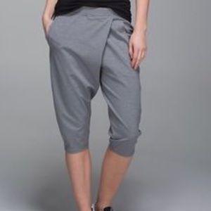 lululemon athletica Pants - NWT LuluLemon yogi crop, trendy & comfortable 💕