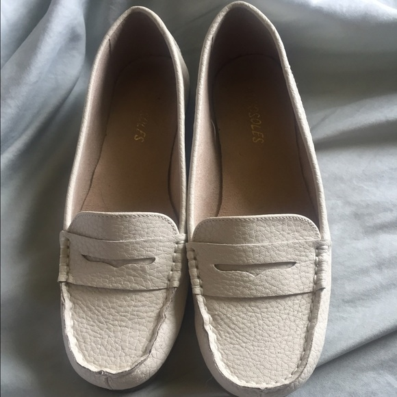 AEROSOLES Shoes | Off White Loafers