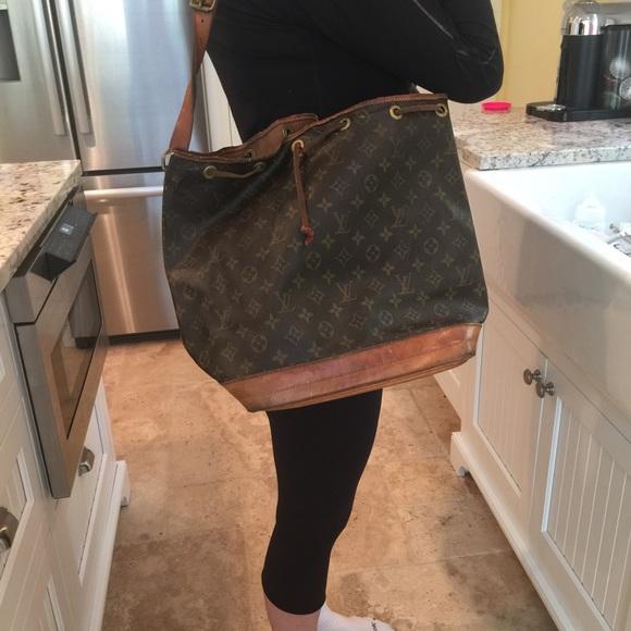 f295322ef8a3 Louis Vuitton Handbags - Louis Vuitton VINTAGE NOE Monogrammed Bucket Bag