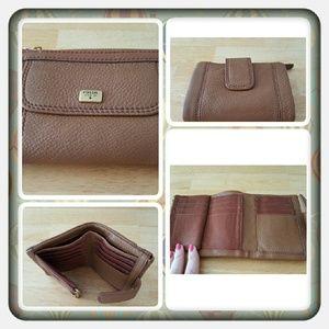 Fossil  Handbags - 👛 NWT Genuine Leather Fossil Emma Wallet 👛