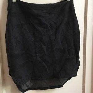 lululemon athletica Dresses & Skirts - Lululemon skirt size 6
