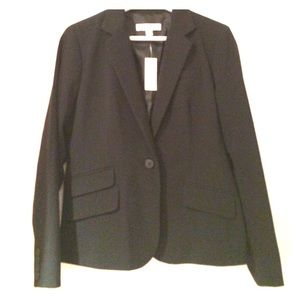 Chic black blazer with double pocket detail