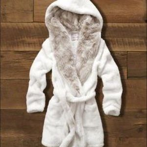 Abercrombie & Fitch Intimates & Sleepwear - NWT Abercrombie & Fitch Faux Fur Lined Hooded Robe