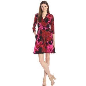NWT Taylor Surplice Faux Wrap Dress Size 6