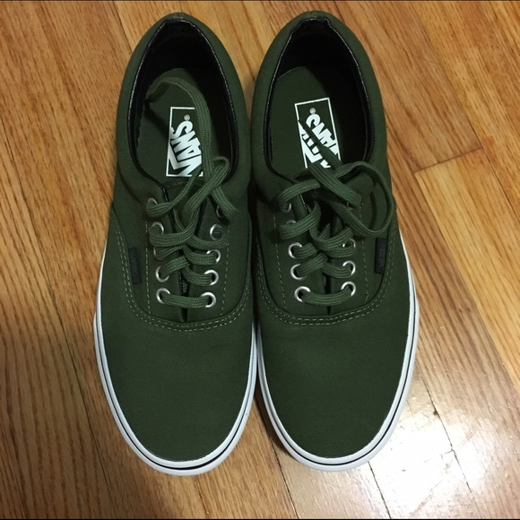 ef49f2a03b New in box Olive green vans women s 8.5