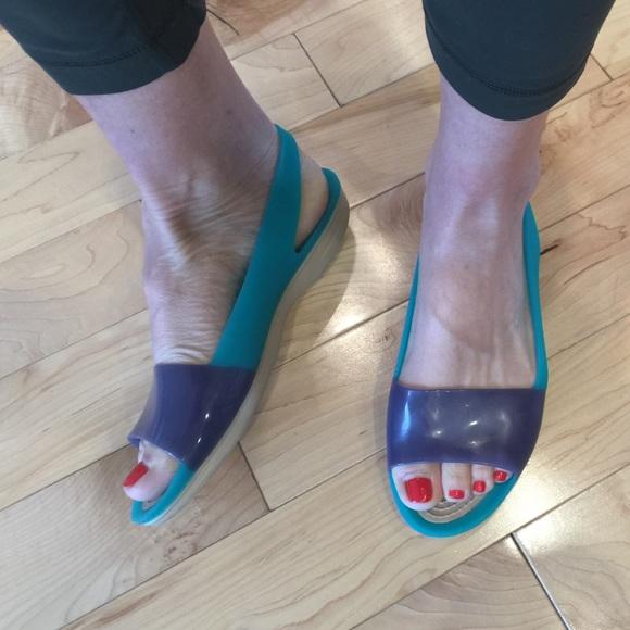 84d1f0870 crocs Shoes - Crocs color block slingbacks. Size 8