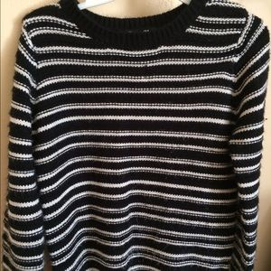 Black and white stripped knitted sweater.