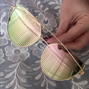 HOST PICKRose-Pistachio Cross Wire Sunglasses