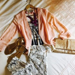 Other - 🌸💛 Too chic outfit!! Bershka jacket, Wild love T