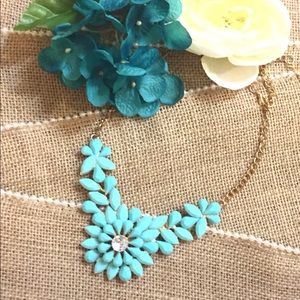 NWT GORGEOUS BLUE FLOWER STATEMENT NECKLACE