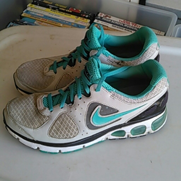 WOMEN'S SZ 8.5 NIKE TURBULENCE 16 MAX AIR SHOES