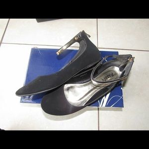 Black/Gold Ankle Flats, US 8.5, Used