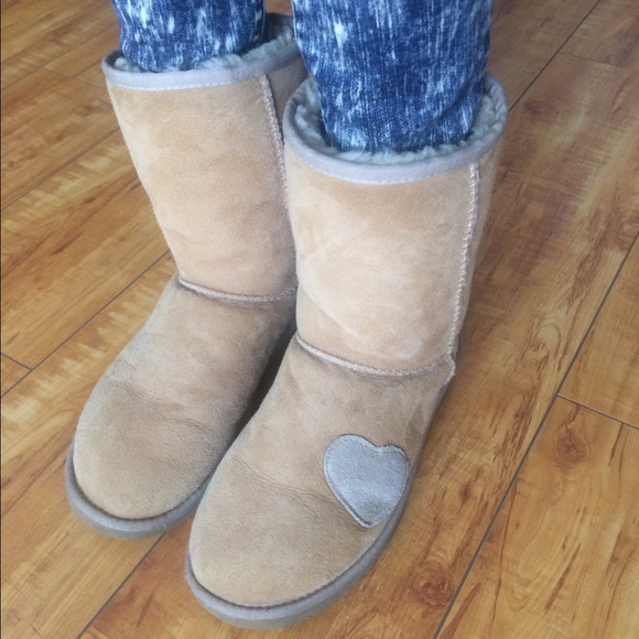 Sand Short Heart Patch Uggs