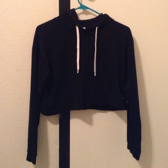 H&M - Black cropped sweater/hoodie from Anaid's closet on Poshmark