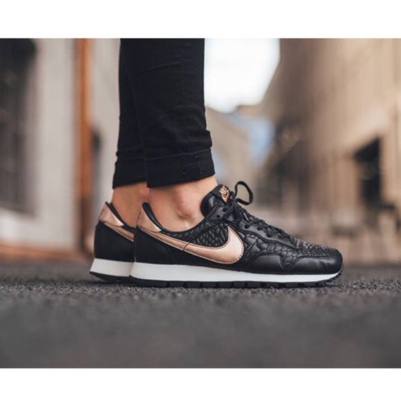 🎉SALE🎉 Women s Nike Air Pegasus 83 Prm Quilted ebd486fcd2