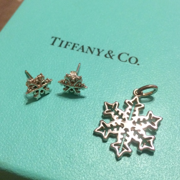 153856337 Tiffany Snowflake pendant and earrings. M_571e28bc680278d946076cb2