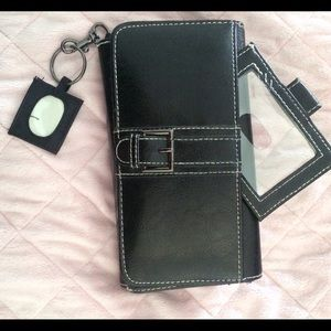Handbags - Temp price ⬇️‼️NWOT Great wallet! Plus gift🎁