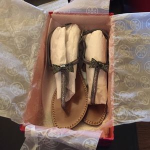 2a8d32273717 Tory Burch Shoes - Tory Burch Bryn Pave Bow Sandal Sz 7.5 NEW
