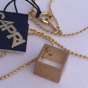 Jewelry 3/$10 6/$15 Vintage floating cube necklace