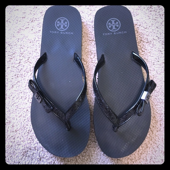 f3a637007 Tory Burch Carey Flip Flop in Black. M 571e70bf4e8d17e3e00013af