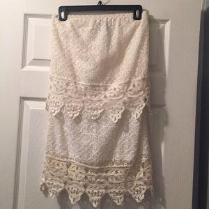 LIV Dresses & Skirts - Super cute mini lace dress