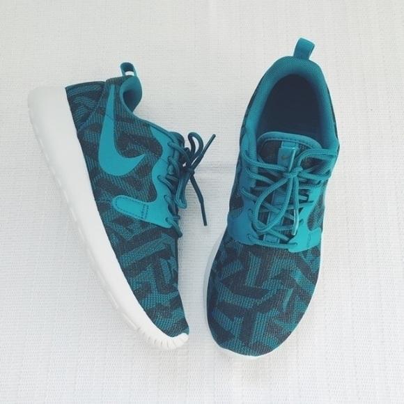 Nike Roshe One Knit Jacquard Shoe NWT