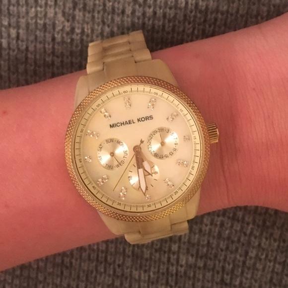 c0d18ee14cb Blonde Tortoise Shell Michael Kors Watch. M 571f0230bcd4a7f696001cf6