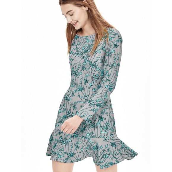 Banana Republic Dresses & Skirts - Banana Republic Floral Dress w/Drop Waist Detail
