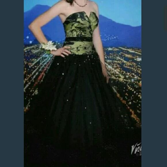 Flirt by Maggie Sottero Dresses | Black And Green Prom Dress | Poshmark