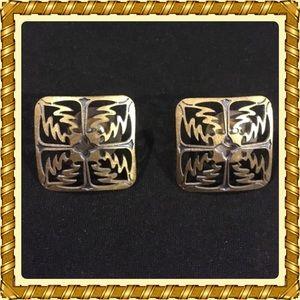 Stylish Hawaiian quilt pattern earrings