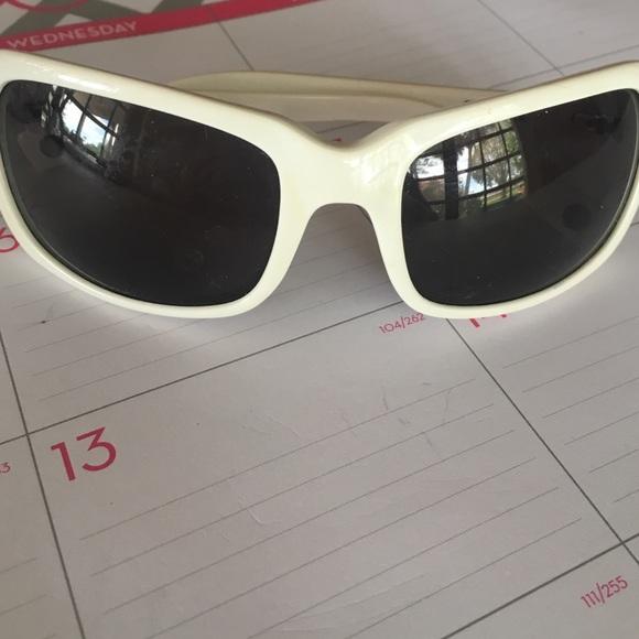 fa56d2a9fd0f6 Roxy Accessories   Pop White Womens Sunglasses Vintage   Poshmark