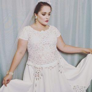 Runway Couture Bridal Princess Dress Battenberg Lace Rustic