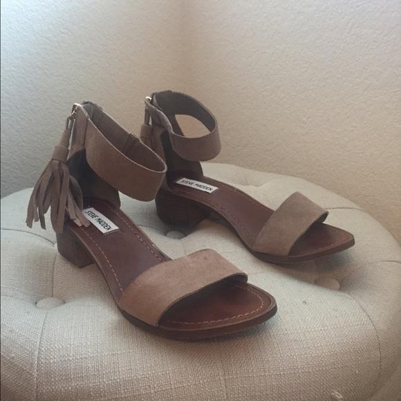3ec6dab38b9 Steve Madden Darcie taupe suede fringe sandals. M 57201957620ff7011900d286