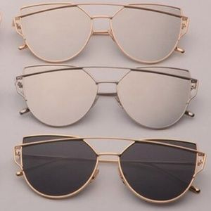 Gold/Black Aviator Sunglasses