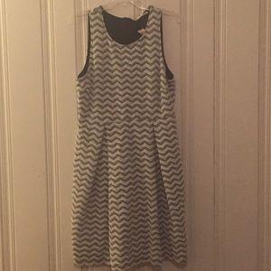 Dresses & Skirts - Black and white chevron dress size xl 12/14