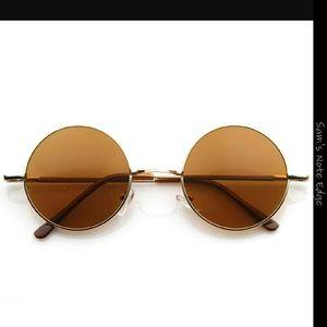 Retro Chic Accessories - Retro Round Frame Sunglasses.