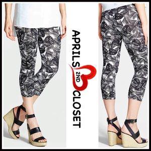 Nordstrom Pants - ❗️1-HOUR SALE❗️BLACK Print Capri LEGGINGS