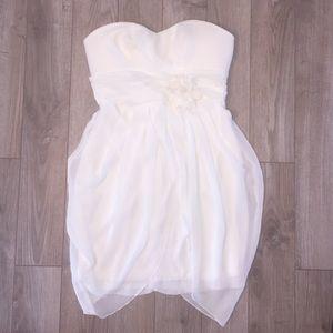 Dresses & Skirts - 👗Cream colored Mini dress 👗