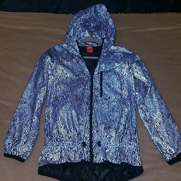 Nike Reflective Rain Jacket. M 57213ec5eaf03060a7001d74 22587055ed