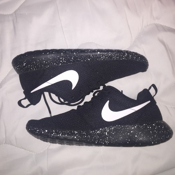 59664312c6c New Nike Roshe black with white specks