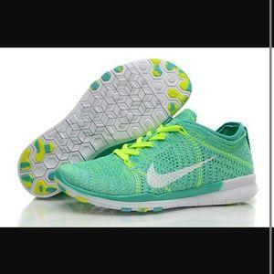 dédouanement Livraison gratuite Nike Flyknit Gratuit Womens 9-5 Mac grande vente vente populaire sneakernews à vendre uxedfEZu9