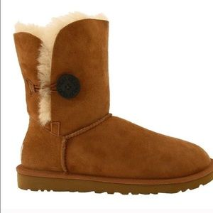 98fa73bc53bb ... like new bailey button uggs size 6 ...