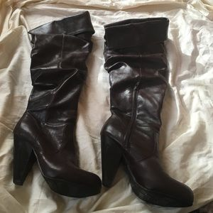 Chocolate brown boots size 6.5