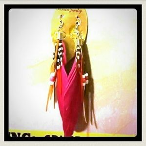 Unknown/Unbranded Jewelry - Brand 🆕 Pair Of Hot Pink Feather Earrin