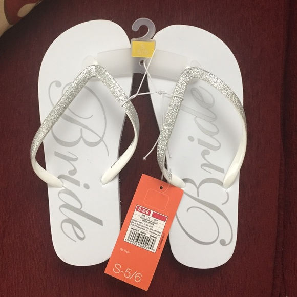 6824028e8 Bride flip flops brand new size 5 6