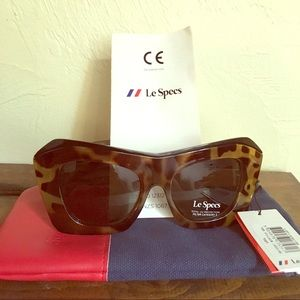 Le Specs Accessories - Le Specs brand new never worn tortoise cat eye