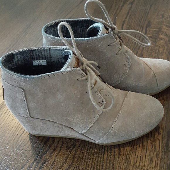 df5a4f6fde7 Toms Taupe Suede Desert Wedge Bootie. M 57227efe713fde778e021ddc