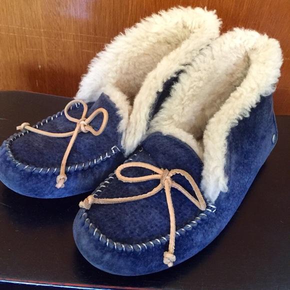 0607b580185 Ugg Australia Alena Slippers size 6 in navy blue